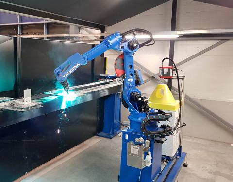 Alumiinin hitsaus robotilla
